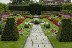 Hampton court palace - garden Stock Photos