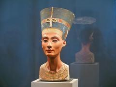 Famous bust of queen nefertiti Stock Photos