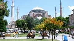 Ihmiset kävelevät museo Hagia Sophia Istanbul Arkistovideo