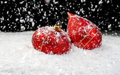 Lumi kaksi punaista koriste Kuvituskuvat