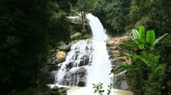 Huay sai leuang waterfalls Stock Footage