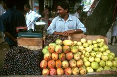 India food fruit stall selling grapes mangoes Stock Photos