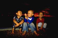 People children kids kolme poikaa nauraa poika hauskaa Kuvituskuvat