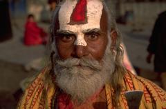 Mies miespuolinen face nepalilainen uskonnollinen maalattu strongh Kuvituskuvat