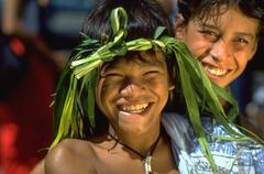 Children kids poika nauraa yllään kruunu tekemät Kuvituskuvat
