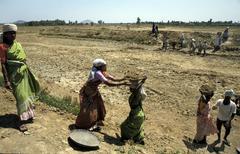 India pond digging at mudiyanur kolar karnataka Stock Photos