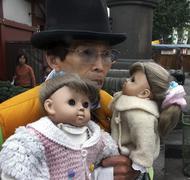 Japan man male with dolls asakusa buddhist tokyo Stock Photos