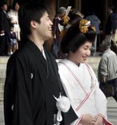 Japan newlyweds meiji templee tokyo 2003 wedding Stock Photos