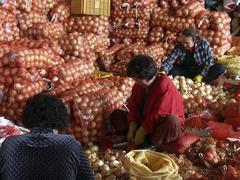 Korea sorting onions at karakan wholesale food Stock Photos