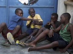 Tansania toimii näytelmän huumeiden väärinkäytön kigomo poika Kuvituskuvat
