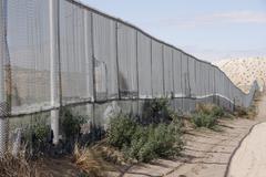 Usa the fence running along border between el Stock Photos