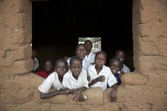Tansania koululaisille lapset etsivät ulos Kuvituskuvat