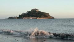 St michaels mount with waves hitting beach in the foreground, cornwall Stock Footage