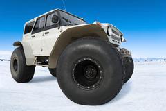 Venäjä Bigfoot againsr sininen taivas Kuvituskuvat