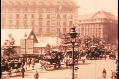 London, circa 1918, wide shot, busy, traffic, black and white archival Stock Footage