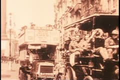 London, circa 1918, medium shot, busy, traffic, black and white archival Stock Footage