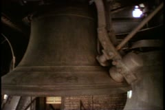 Big Ben chime bell, hammer strikes, pan to Big Ben bell, London, England Stock Footage
