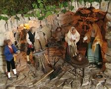 CHRISTMAS CRIB det blacksmith shop with santons Stock Footage