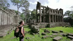 Backpacker looking preah khan temple, angkor, cambodia Stock Footage