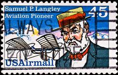 Postimerkki näyttää ilmailun pioneeri Samuel Langley, noin 1980: n Kuvituskuvat