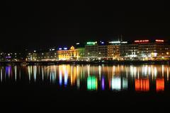 Sveitsi Geneve horisonttiin yöllä Kuvituskuvat