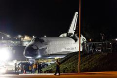 Avaruussukkula Endeavour Siirrä LA Kuvituskuvat