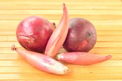 Shallot onions and red onions Stock Photos