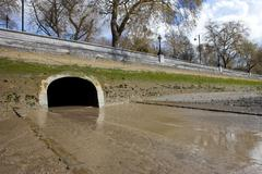 River Westbourne Outlet into the Thames Stock Photos
