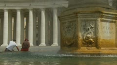 Couple sat next to St Peters fountain Stock Footage