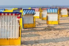 Ranta tuolit Strandkorb Pohjois-Saksassa Kuvituskuvat