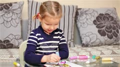 Little girl painting in concentration Stock Footage