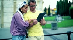 Tourists on city trip using tablet computer for sightseeing Stock Footage
