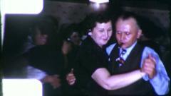 Perhe Dance Party ihmiset tanssivat 1950 (Vintage Retro Film Home Movie) 6140 Arkistovideo