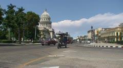 Havana, Capitolio Nacional, oldtimers Stock Footage