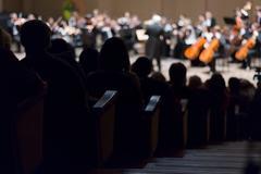 Konsertti sinfoniaorkesteri, keskittyä etualalla Kuvituskuvat
