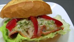 Saksan leipomo rulla pulla kinkku coleslaw voileipä Dolly 10830 Arkistovideo