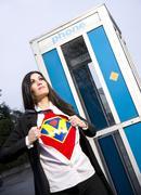 Super Mom supersankari lähtee puhelinkoppiin taistella rakkauden puute Kuvituskuvat