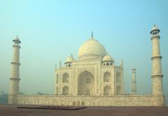 Taj mahal - famous mausoleum Stock Photos