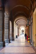 Kaupunkien arcade Bolognassa, Italiassa Kuvituskuvat