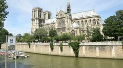 Bateau-mouche cruising by notre dame of paris Stock Footage