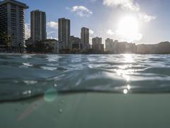 Märkä Waikiki auringonnousun Honolulu Hawaii Kuvituskuvat