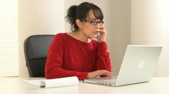Young Hispanic businesswoman on the phone at desk Stock Footage