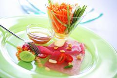 Tuna Tataki with Som Tam (Slice of tuna with papaya salad) Stock Photos