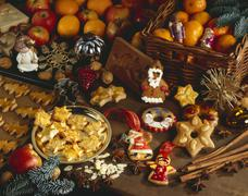 An Christmas arrangement of mandarins and biscuits Stock Photos