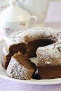 Ciambella-kadulle (suklaa seppele kakku, Italia), viipaloitu Kuvituskuvat