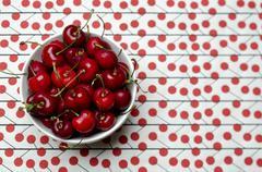 Punainen kirsikat kulhoon, From Above Kuvituskuvat