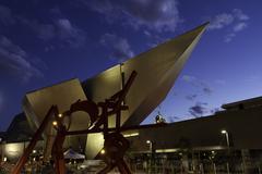 Denver Art Museum at Night Kuvituskuvat