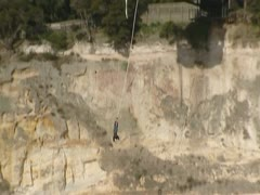 Bungee jumping from a cliff at Waikato rivier Stock Footage