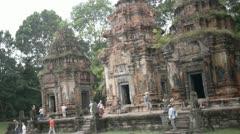 Vistors preah ko towers nandi sandstone statues hindu shiva tourists Stock Footage