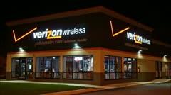 Verizon Wireless cellular storefront - loop Stock Footage